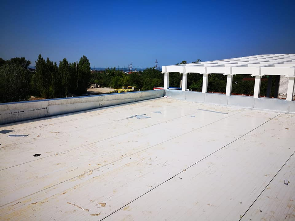 Hidroizolatie acoperiș cu membrana PVC Sikaplan 15 G și scurgeri Sika SDrain – SOCAR Craiova (11)