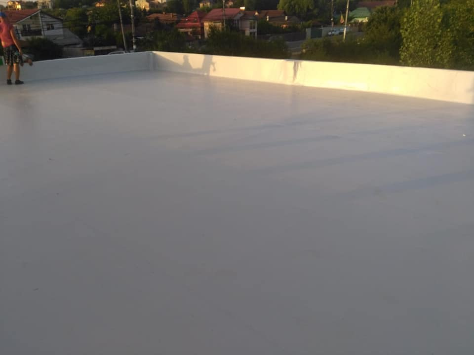 Hidroizolatie acoperiș cu membrana PVC Sikaplan 15 G și scurgeri Sika SDrain – SOCAR Craiova (12)