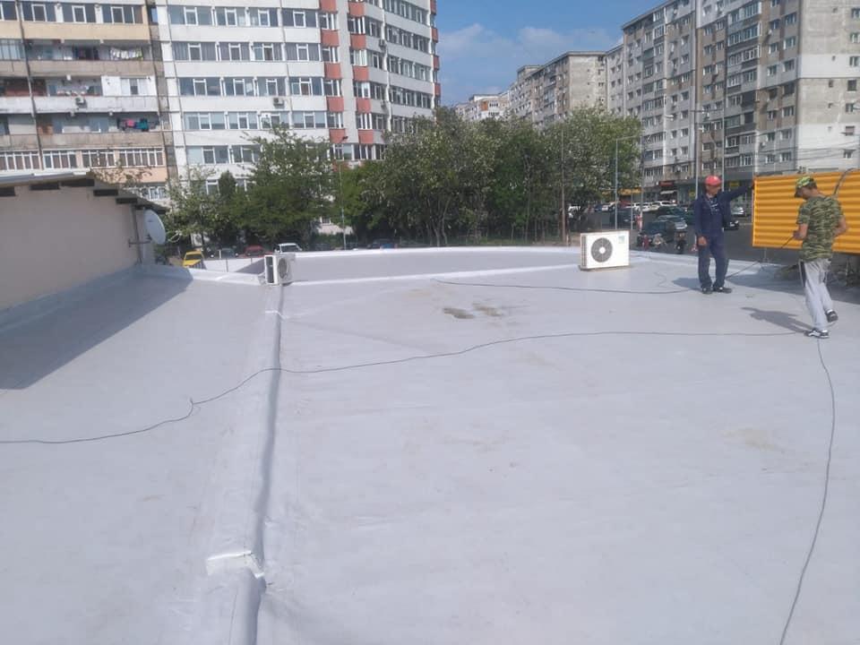 Reparatie acoperiș cu montaj de osb, contrapanta din vata și execuție hidroizolație acoperiș cu membrana PVC Sikaplan 15 G Rompetrol Galati (18)