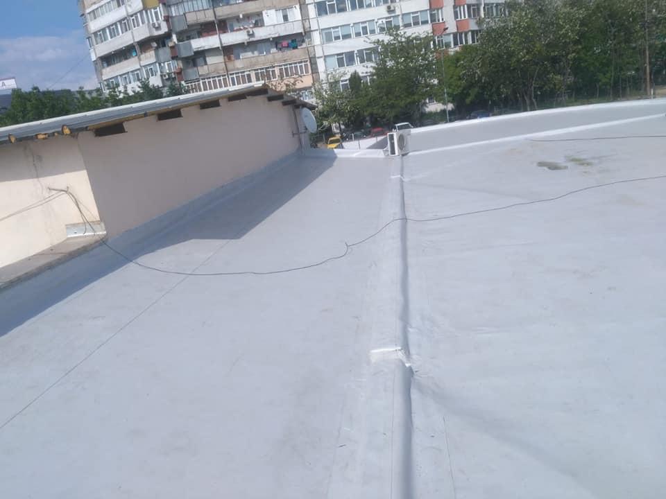 Reparatie acoperiș cu montaj de osb, contrapanta din vata și execuție hidroizolație acoperiș cu membrana PVC Sikaplan 15 G Rompetrol Galati (20)