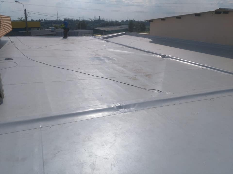 Reparatie acoperiș cu montaj de osb, contrapanta din vata și execuție hidroizolație acoperiș cu membrana PVC Sikaplan 15 G Rompetrol Galati (25)