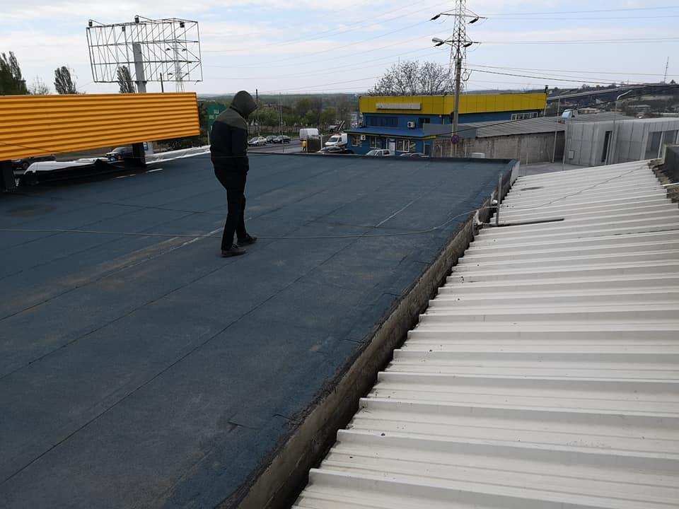 Reparatie acoperiș cu montaj de osb, contrapanta din vata și execuție hidroizolație acoperiș cu membrana PVC Sikaplan 15 G Rompetrol Galati (6)
