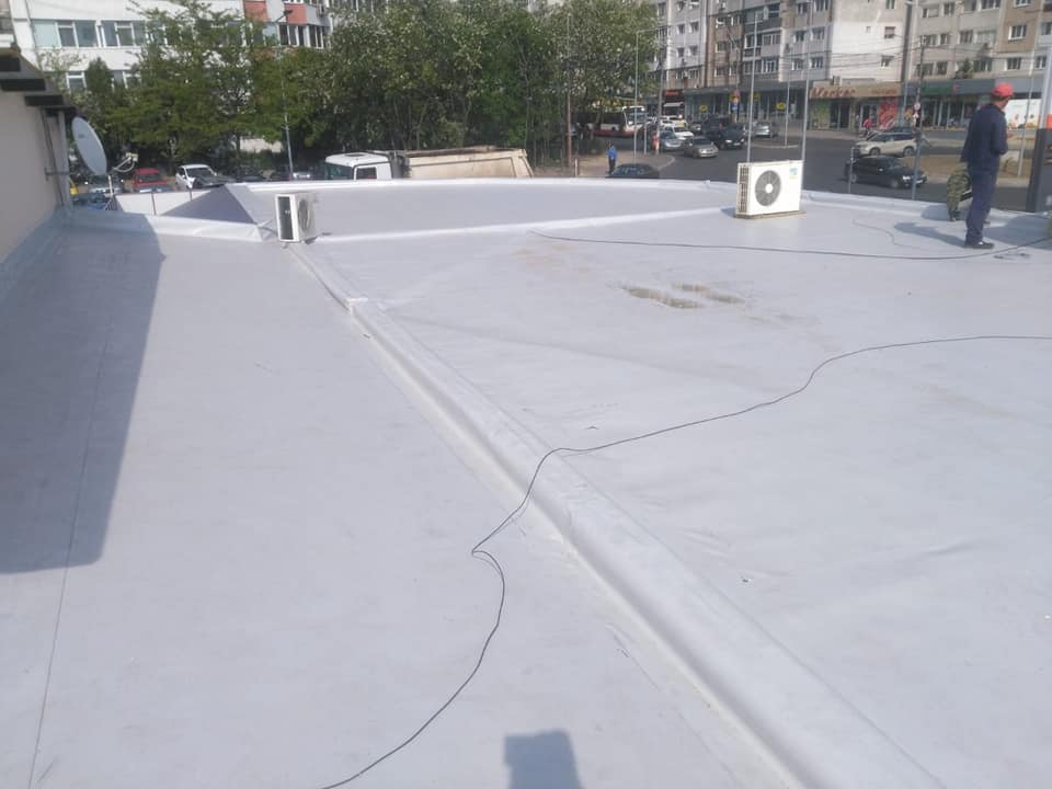 Reparatie acoperiș cu montaj de osb, contrapanta din vata și execuție hidroizolație acoperiș cu membrana PVC Sikaplan 15 G Rompetrol Galati (7)