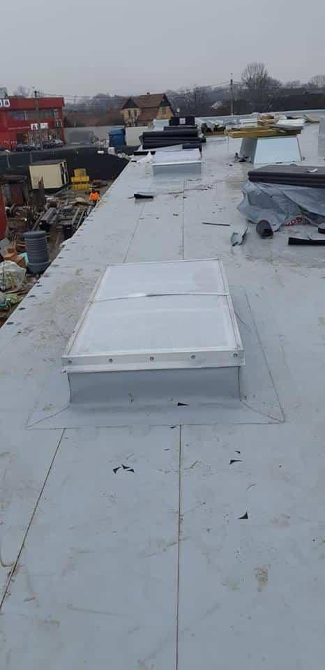 Tabla cutata, termosistem vata minerala, hidroizolatie membrana FPO Bauder – 2500 mp și trape de fum – LIDL Huedin 13