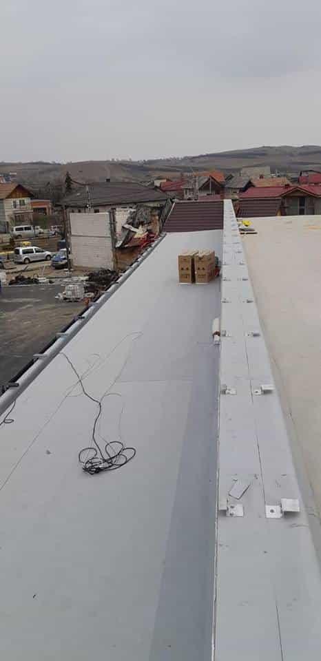 Tabla cutata, termosistem vata minerala, hidroizolatie membrana FPO Bauder – 2500 mp și trape de fum – LIDL Huedin 26