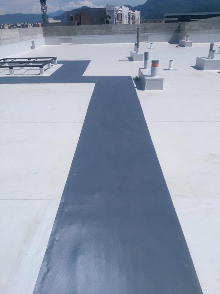 Termosistem vata minerala si hidroizolatie membrana PVC Sikaplan 15 G – 1450 mp cu covor de trafic Sikaplan Walkway, sistem de scurgeri Geberit, sistem de ventilații – Terasa bloc Magnolia Br ( (21)