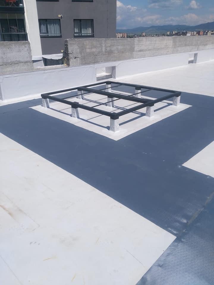 Termosistem vata minerala si hidroizolatie membrana PVC Sikaplan 15 G – 1450 mp cu covor de trafic Sikaplan Walkway, sistem de scurgeri Geberit, sistem de ventilații – Terasa bloc Magnolia Br ( (25)