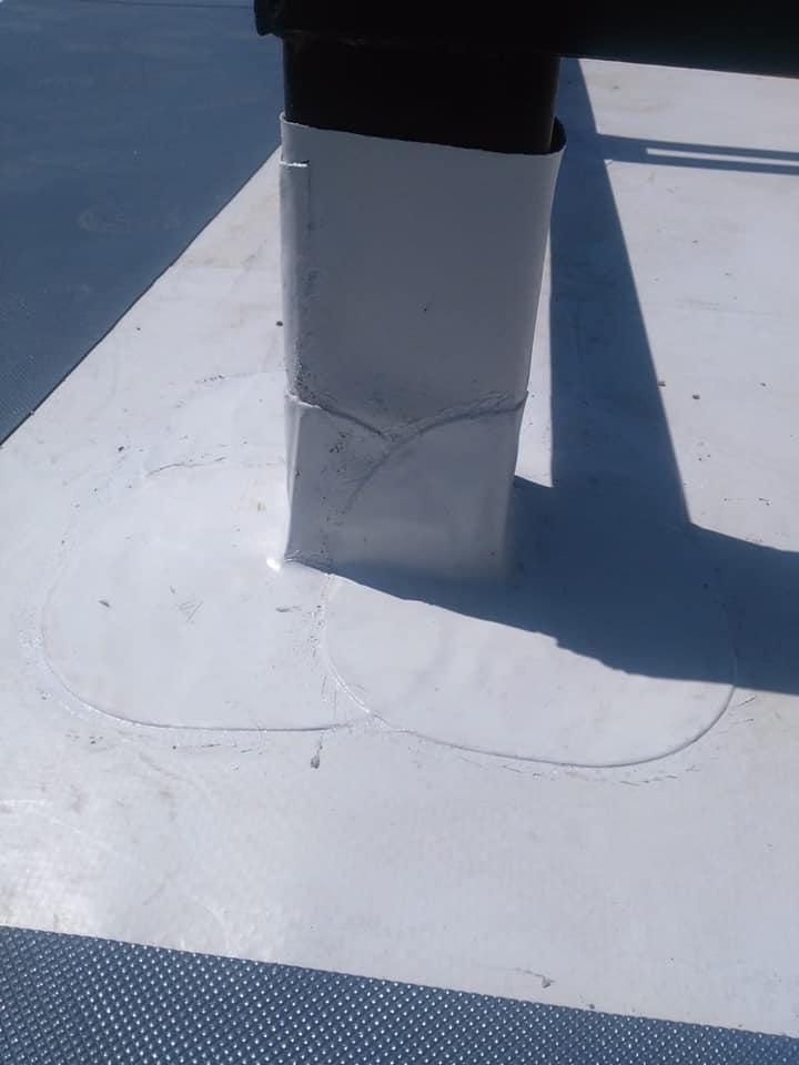 Termosistem vata minerala si hidroizolatie membrana PVC Sikaplan 15 G – 1450 mp cu covor de trafic Sikaplan Walkway, sistem de scurgeri Geberit, sistem de ventilații – Terasa bloc Magnolia Br ( (5)
