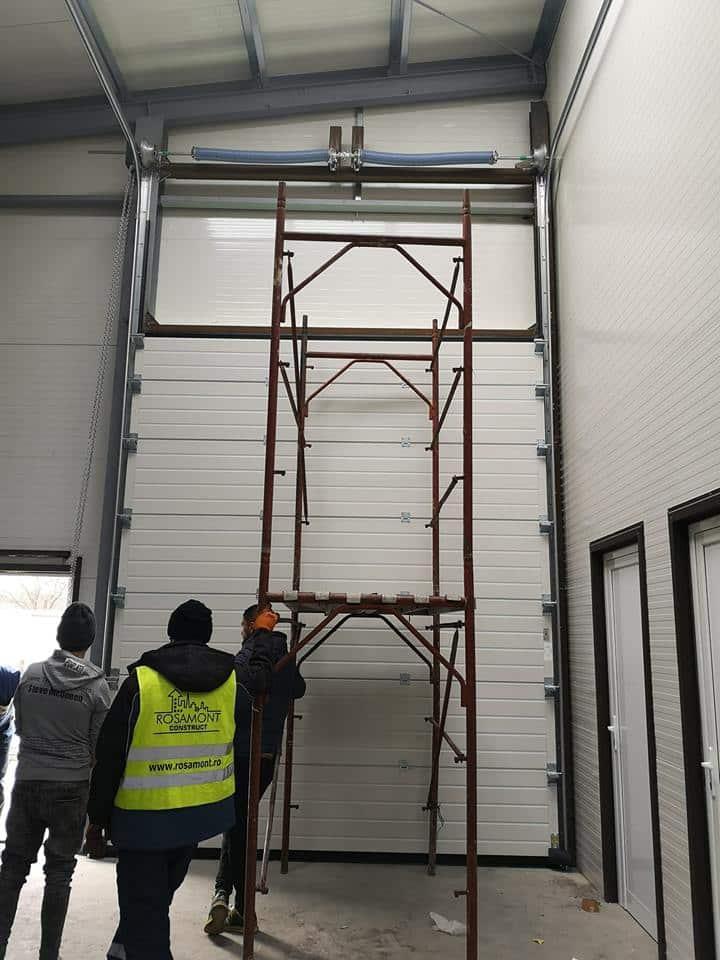 Ușa Industriala 3300 x 4000 (LxH) cu supraînălțate 1.5m și acționare manuala – Slobozia Ciorasti